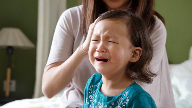 4 tuyệt chiêu nhanh - gọn - nhẹ giúp xử lý thói ăn vạ của trẻ, bố mẹ tuyệt đối đừng bỏ qua - Ảnh 1
