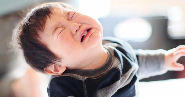 4 tuyệt chiêu nhanh - gọn - nhẹ giúp xử lý thói ăn vạ của trẻ, bố mẹ tuyệt đối đừng bỏ qua - Ảnh 3