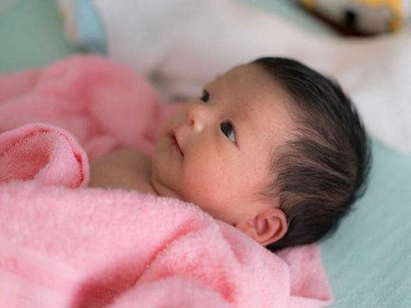 5 bí mật bất ngờ về đôi mắt trẻ sơ sinh