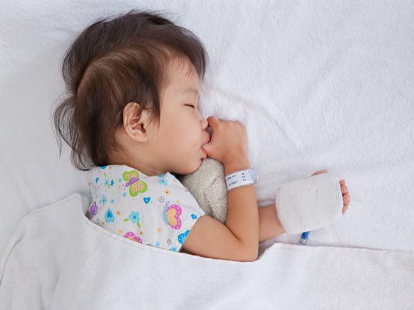 5 cách giúp bé hạ sốt nhanh: Mẹ thông thái nắm lấy để giúp con qua cơn nguy kịch