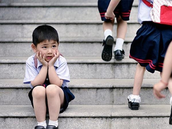6 biểu hiện bất ổn trẻ phát ra, cha mẹ can thiệp chậm một chút, hỏng con một đời