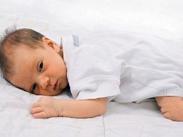 7 dấu hiệu nhận biết trẻ bị thiếu canxi làm mẹ cần biết