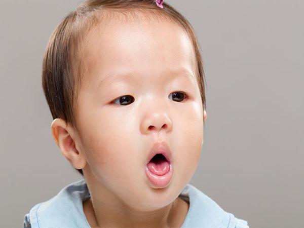 7 loại thực phẩm cấm kỵ cho trẻ ăn khi con bị ho