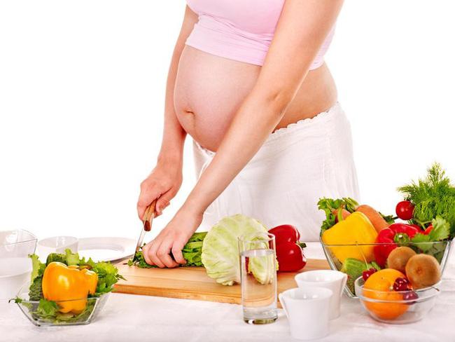 Ăn cho hai người - thói quen phản khoa học của mẹ bầu gây hại cả mẹ lẫn con - Ảnh 2