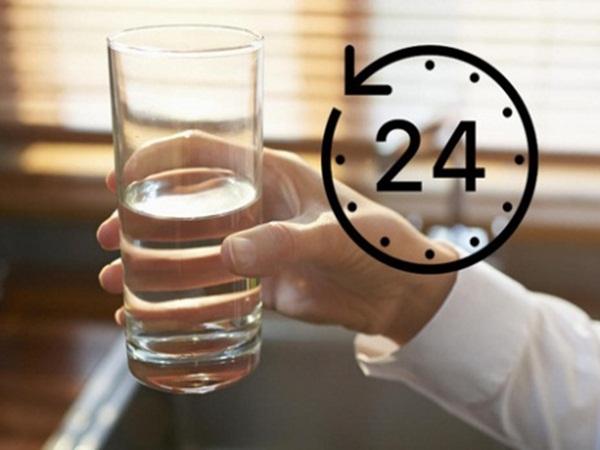 4 thời điểm vàng trong ngày để uống nước lọc, vừa ngừa đột quỵ, ngăn táo bón lại đẹp da - Ảnh 1