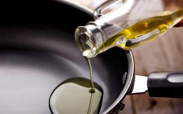 4 thói quen tai hại khi sử dụng dầu ăn gây bệnh tật mà nhiều người mắc phải - Ảnh 2