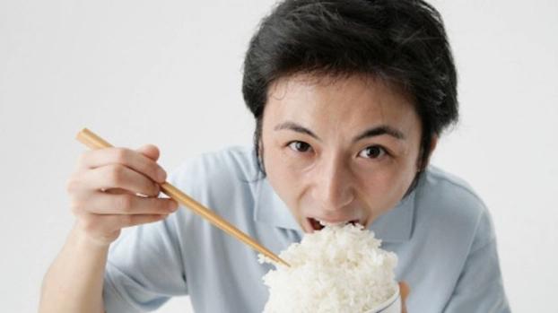 4 sai lầm khi nấu và ăn cơm của người Việt khiến cơm mất sạch chất, rước bệnh vào người - Ảnh 1