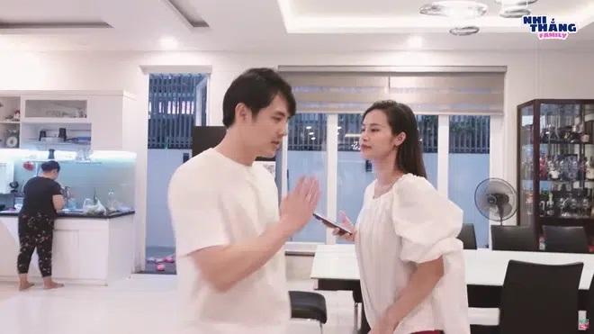 Giữa loạt scandal tình ái của showbiz, vợ chồng Đông Nhi hạnh phúc khoe biệt thự 20 tỷ - Ảnh 3