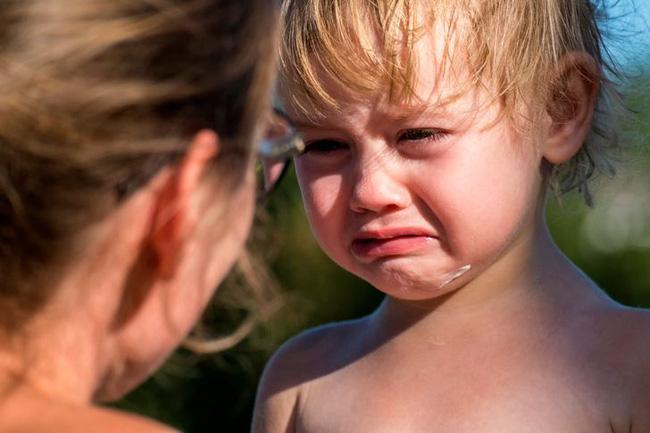 Dùng đòn roi trừng phạt sẽ tàn phá nghiêm trọng sức khỏe tâm thần của trẻ nhỏ, hậu quả bố mẹ không lường hết được - Ảnh 1