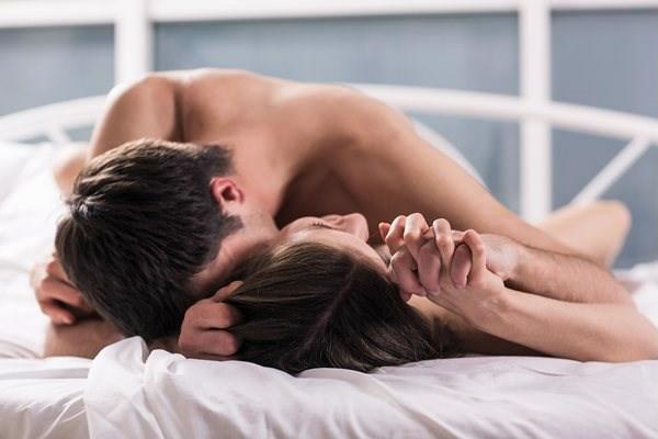 Vợ đỏ mặt khi chồng sững sờ hỏi: 'Em học đâu chiêu này', tưởng cuộc vui 'giã đám' ngờ đâu cuộc hôn nhân tẻ nhạt lại 'rẽ hướng' sau 1 đêm - Ảnh 3