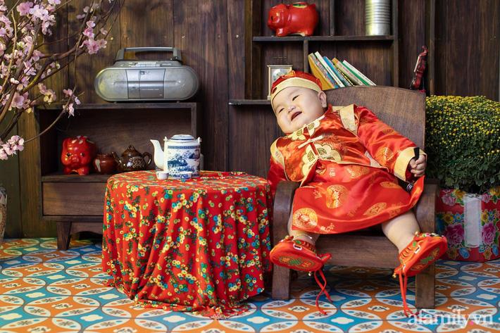 Bộ ảnh Tết của bé trai 1 tuổi gây sốt MXH vì đáng yêu 'phát hờn': Nhìn thôi đã thấy năm mới vui vẻ, khỏe mạnh, sung túc đủ đầy rồi! - Ảnh 7