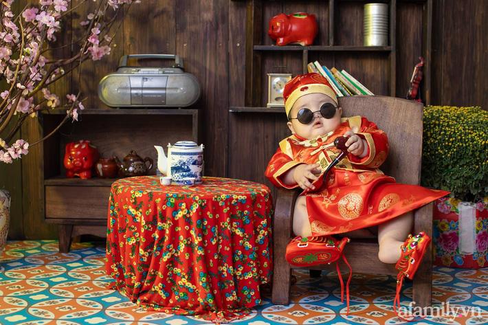Bộ ảnh Tết của bé trai 1 tuổi gây sốt MXH vì đáng yêu 'phát hờn': Nhìn thôi đã thấy năm mới vui vẻ, khỏe mạnh, sung túc đủ đầy rồi! - Ảnh 6