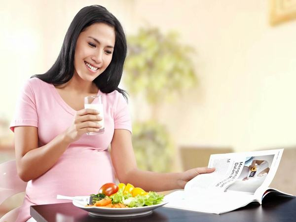 """BÀ ĐẺ sau sinh """"yếu như cua lột"""", bố nấu món này cho mẹ tẩm bổ, CỨNG XƯƠNG lại nhiều sữa cho con bú"""