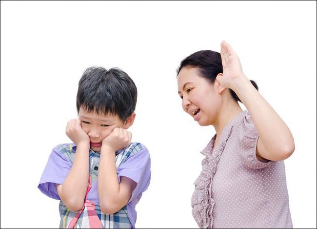 Bác sĩ Nhi khoa nhắc nhở tất cả cha mẹ: Không bao giờ được làm những điều này với trẻ - Ảnh 2