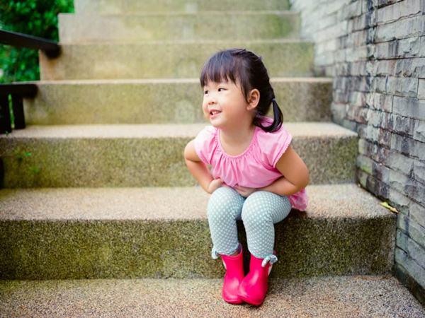 """Bé 9 tháng tuổi """"mọc"""" đầy sỏi ở thận, bà mẹ bật khóc khi biết nguyên nhân chính từ thứ này"""