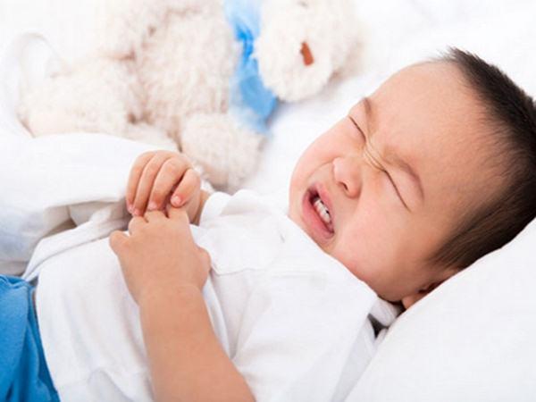 Bé gái 9 tháng tuổi thận chứa đầy sỏi vì mẹ tự ý bổ sung gấp đôi lượng canxi cho con