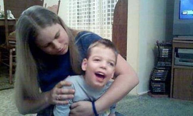 Bị cha rung lắc mạnh lúc mới 11 tháng tuổi, bé trai phải sống thực vật suốt đời - Ảnh 3