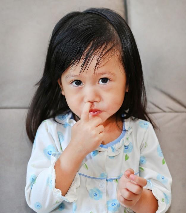 Bố mẹ có biết: Thói quen tưởng vô hại này cũng có thể khiến trẻ mắc bệnh viêm phổi - Ảnh 1