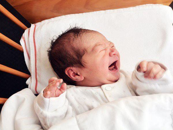 Cách gấp khăn làm gối cho trẻ sơ sinh đúng chuẩn giúp bé ngủ ngon giấc