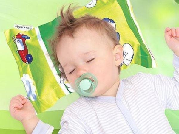 Cách làm gối đinh lăng cho trẻ sơ sinh đơn giản tại nhà giúp con ngủ êm giấc, thấm hút mồ hôi đầu