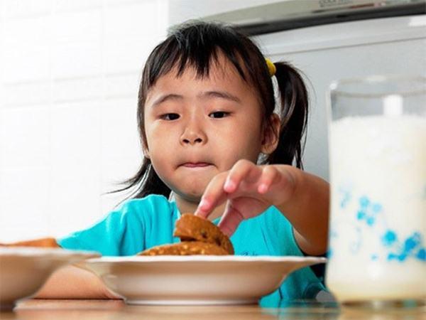 Cách nấu cháo cho bé ăn dặm 6 tháng: Những điều cha mẹ nên biết giúp con nhanh tăng cân