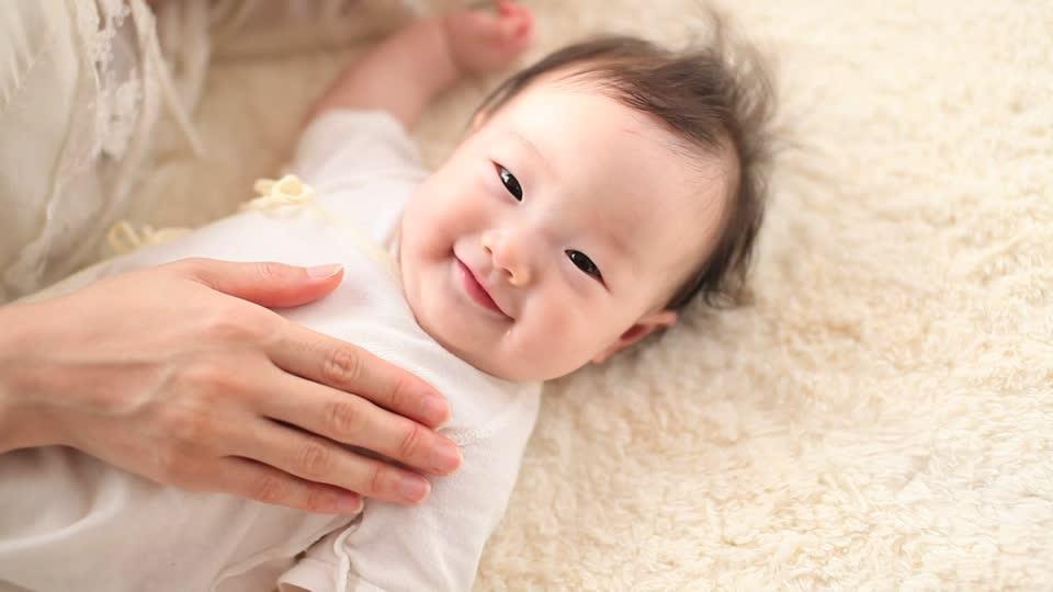 Cảnh báo: Với trẻ sơ sinh, chỉ cho uống 1 ngụm nước cũng có thể nguy hiểm tới tính mạng!