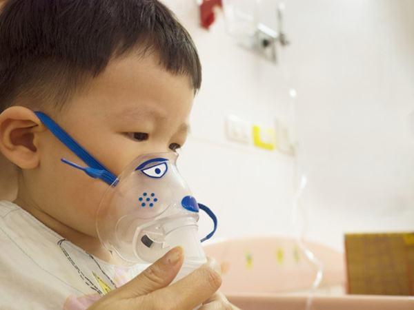 Chăm sóc trẻ viêm phổi đúng cách