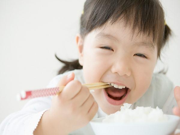 Chớ cho con ăn nhiều những loại thực phẩm này kẻo con LÙN TỊT, nuôi mãi vẫn KHÔNG LỚN
