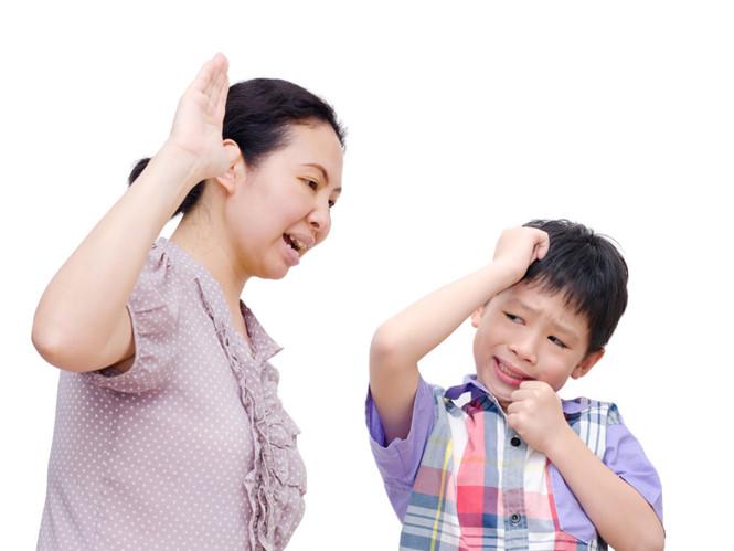 Chớ dùng hình phạt hay đòn roi, đây mới chính là những điều cha mẹ nên làm khi con ngang bướng
