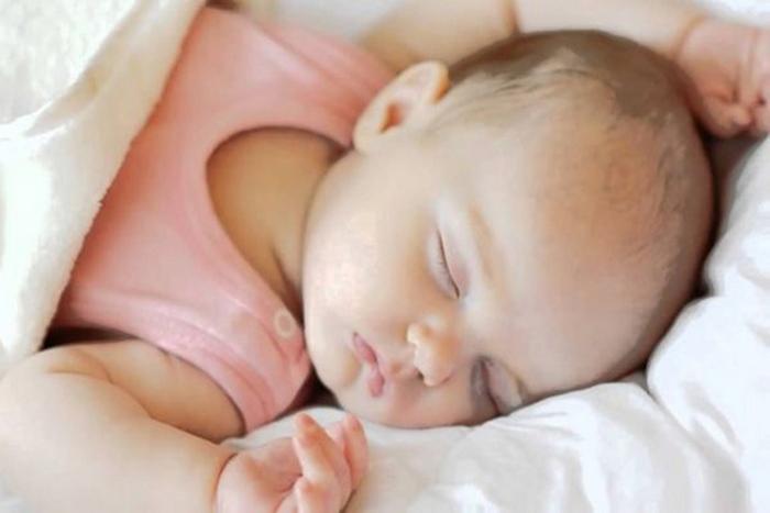 Chưa cần bác sĩ cũng biết trẻ mắc bệnh gì chỉ nhờ ngắm bé ngủ trưa