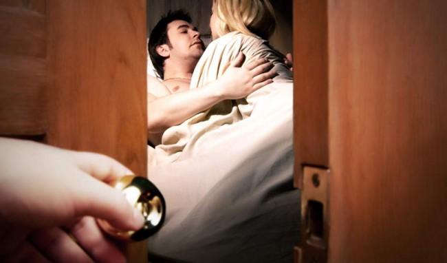 Chuyên gia tâm lý chỉ cách ứng phó khi chồng ngoại tình - Ảnh 1