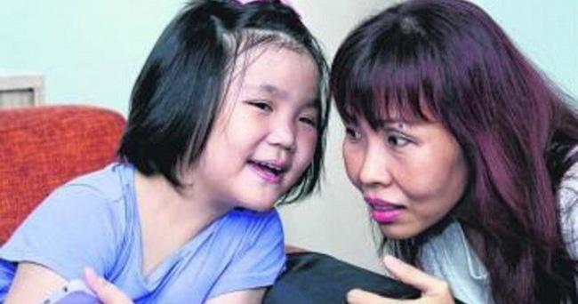 Con gái 7 tuổi bỗng đau bụng dữ dội, mẹ sốc khi biết con bị bệnh ung thư tưởng chỉ phụ nữ trưởng thành mới mắc - Ảnh 1