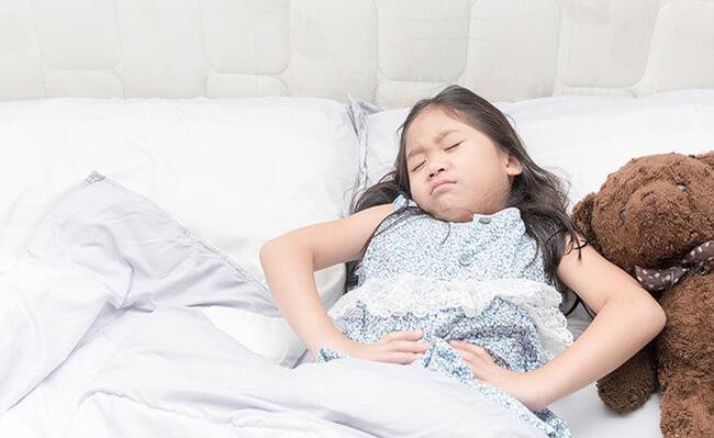 Con gái 7 tuổi bỗng đau bụng dữ dội, mẹ sốc khi biết con bị bệnh ung thư tưởng chỉ phụ nữ trưởng thành mới mắc - Ảnh 4