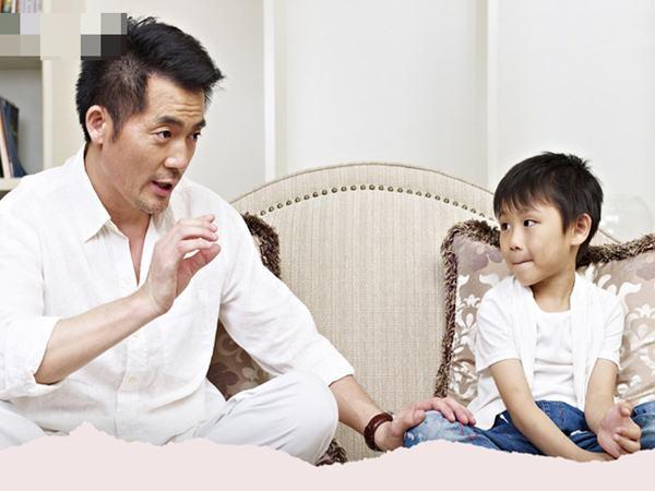 Con trai ghét cô giáo dạy Toán nên kết quả học tập sa sút, bố chỉ hỏi 1 câu mà cậu bé thay đổi thái độ, ai nghe cũng thán phục