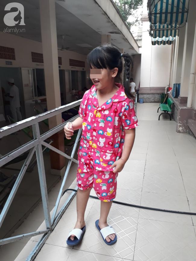 Hiểm họa khôn lường: Nuốt quà sinh nhật mẹ mua, bé gái 6 tuổi suýt chết vì thủng 4 lỗ ở ruột - Ảnh 3