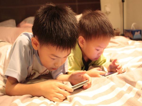 Ipad và trò chơi điện tử không phải là thứ con bạn mong muốn: Hãy là bậc cha mẹ thông minh và tặng cho trẻ những món quà ý nghĩa nhất