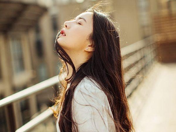 Ly hôn rồi, hãy cười khi vui, cứ khóc khi buồn, phải luôn xinh đẹp và nhớ đừng dại khờ thêm lần nữa