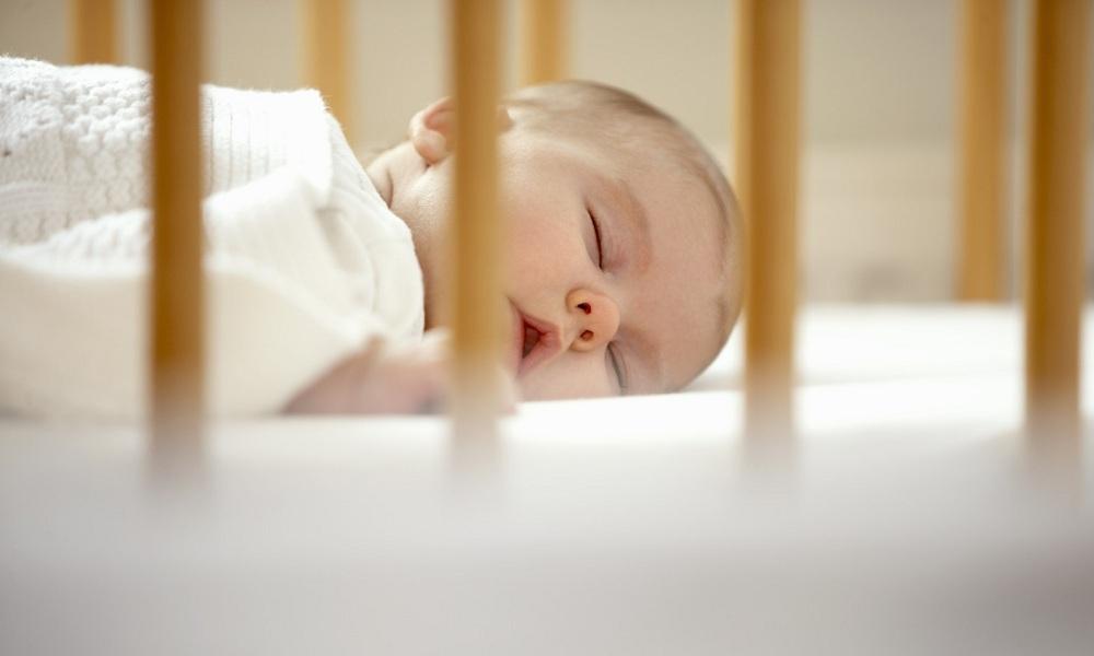 Mách cha mẹ một số cách cực đơn giản giúp trẻ sơ sinh ngủ ngoan một mình trong cũi từ khi mới lọt lòng