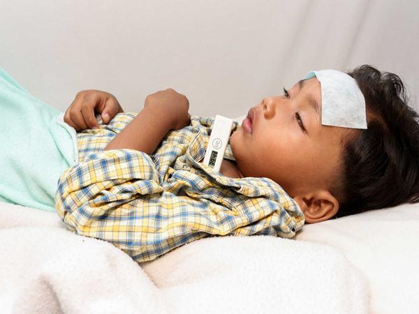 Mẹ bàng hoàng phát hiện cánh tay con trai 1 tuổi bị liệt hoàn toàn chỉ sau cơn sốt nhẹ