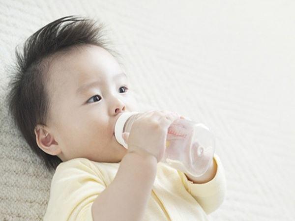 Mẹ dại có thể hại con chỉ bằng một cốc nước lọc mỗi ngày