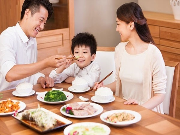 Ngày Tết ảnh hưởng lớn tới dinh dưỡng của trẻ, đây là điều cha mẹ cần chú ý
