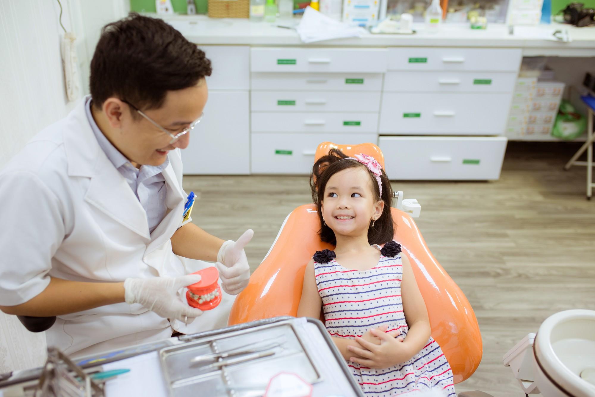 Nhiều biến chứng khôn lường từ việc bố mẹ tự nhổ răng sữa cho con tại nhà