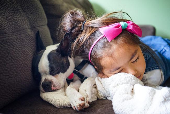 Nhìn số thời gian ngủ cho bé theo từng độ tuổi được khuyến cáo dưới đây, hẳn nhiều mẹ sẽ giật mình vì con đang thiếu ngủ trầm trọng - Ảnh 5