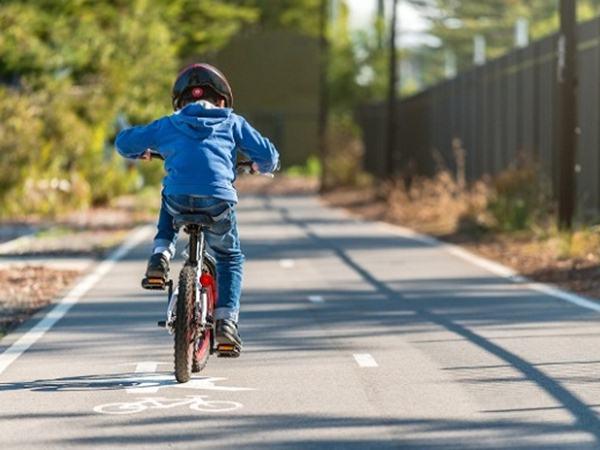 Những kỹ năng tham gia giao thông bố mẹ phải dạy con trước khi ra đường