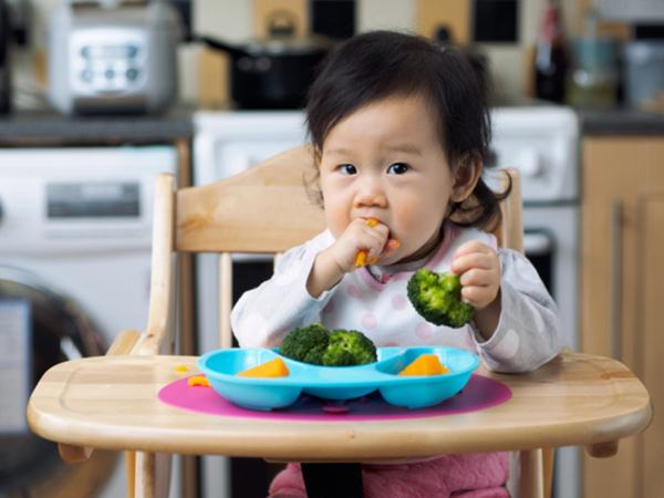 Những sai lầm khi cho con ăn dặm các mẹ thường mắc: Đừng bao giờ kéo dài bữa ăn quá 30 phút