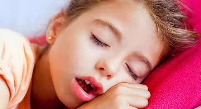 Những thói quen tưởng vô hại nhưng nếu không điều chỉnh sớm sẽ khiến răng trẻ xô lệch, khấp khểnh - Ảnh 4