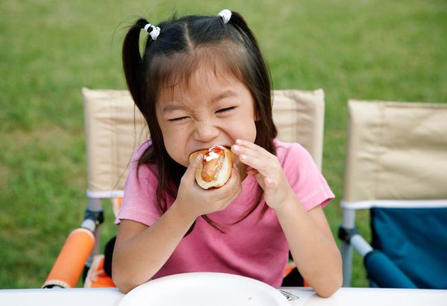 Những thói quen tưởng vô hại nhưng nếu không điều chỉnh sớm sẽ khiến răng trẻ xô lệch, khấp khểnh - Ảnh 5