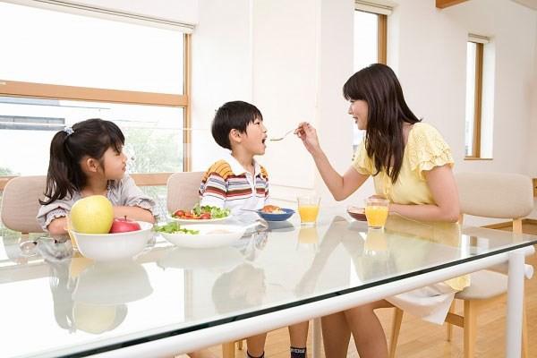 Những yêu thương của cha mẹ vô tình làm hại con trẻ - Ảnh 1