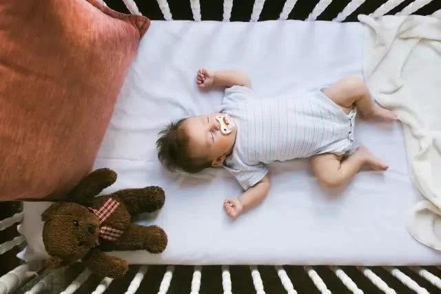 Rất nhiều trường hợp trẻ chết vì ngạt thở khi ngủ, cha mẹ cần làm những việc dưới đây - Ảnh 1