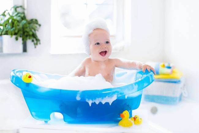 Sai lầm của cha mẹ khi tắm cho trẻ có thể đẩy con vào tình thế nguy hiểm - Ảnh 4